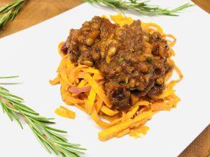 Süßkartoffel Pasta mit veganer Linsen Bolognese