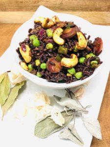 Reis Pilaw mit Erbsen, Karotten und Spicy Cashews