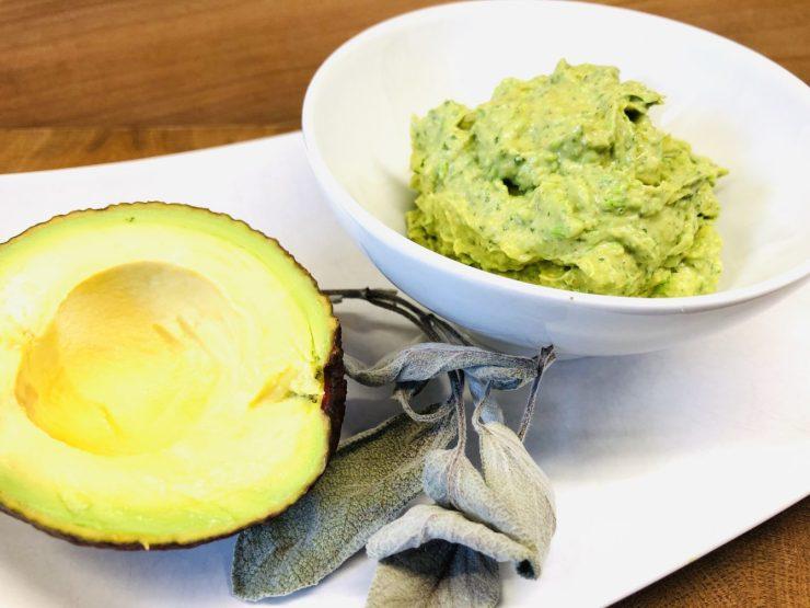 Avocado Dip mit Erbsen, Limetten und Minze