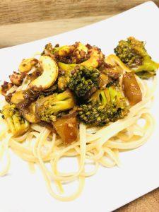 Brokkoli Gemüse mit Champignons, Chili und Cashews