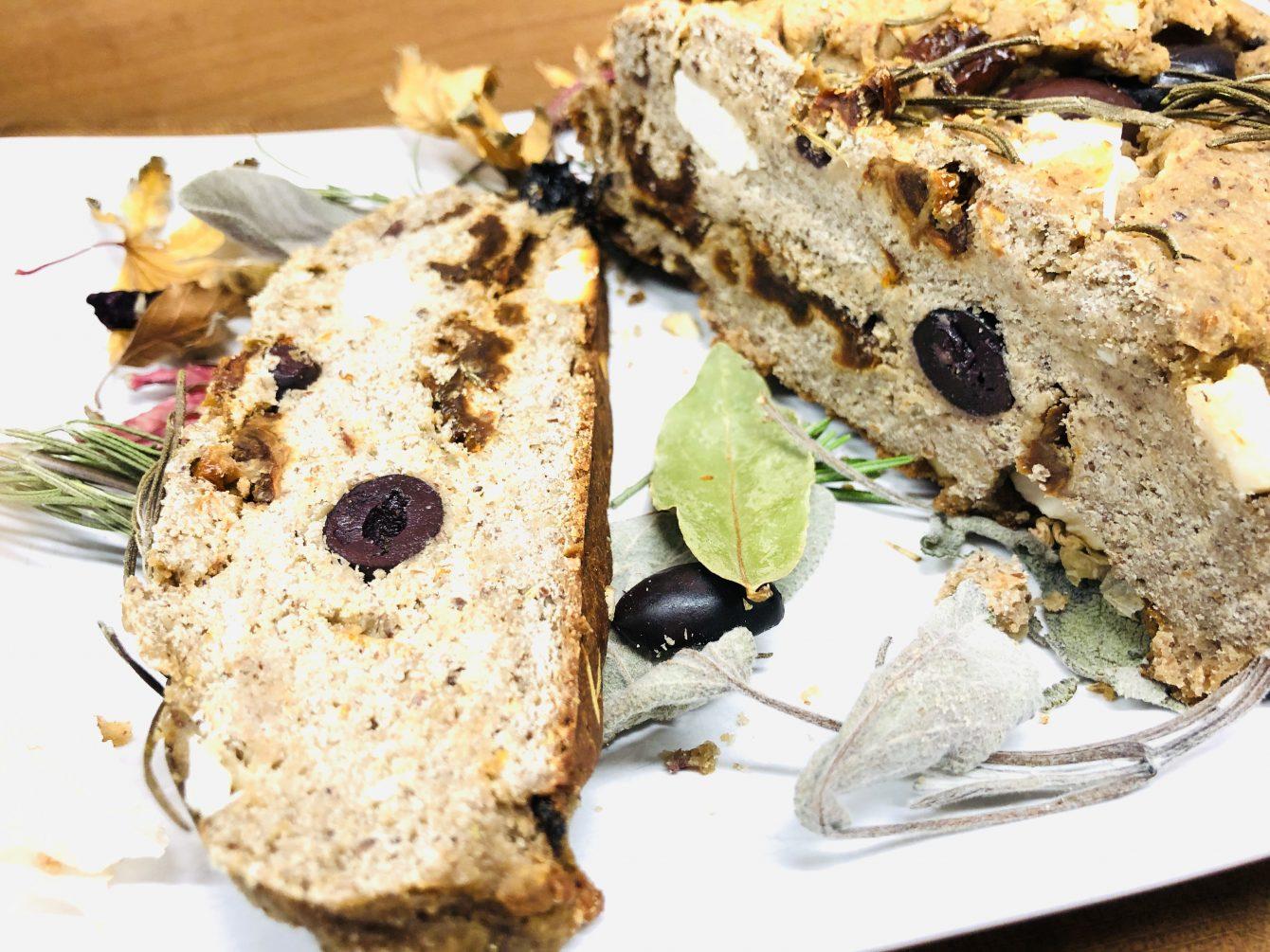 Italienisches Tomaten-Oliven-Brot mit Kräutern