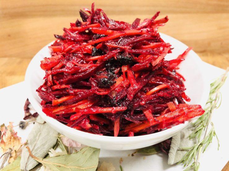 Rote Bete Karotten Salat mit Maulbeeren