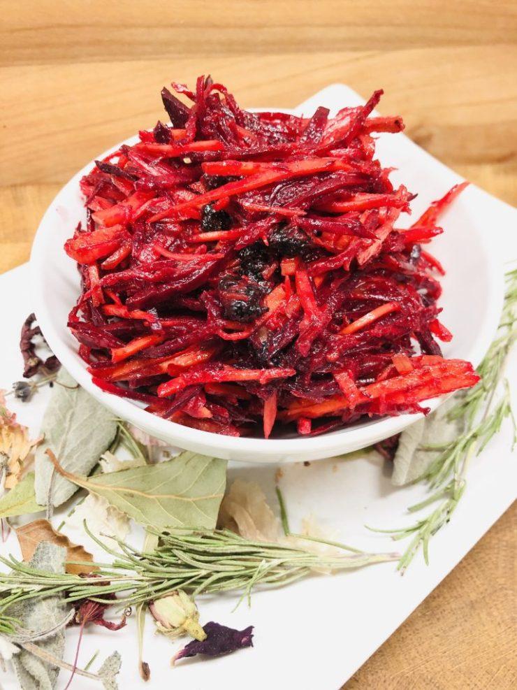 Karotten und Rote Bete Salat mit Maulbeeren
