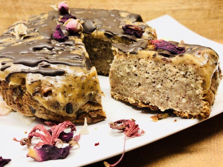 Bananen Dattel Kuchen mit Salted Caramel Creme und Tonkabohnen Schokolade