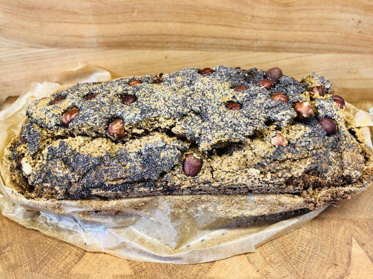 Buchweizen Brot mit Haselnüssen und Mohn