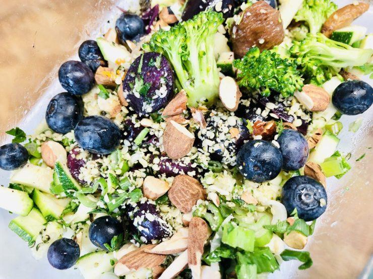 Superfood Salat mit Brokkoli