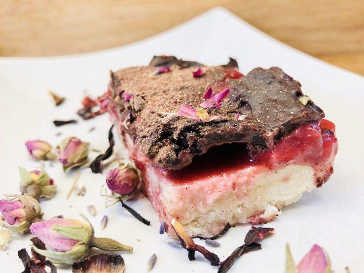 Erdbeer-Kuchen mit Kokos-Karamell und Schoko Topping