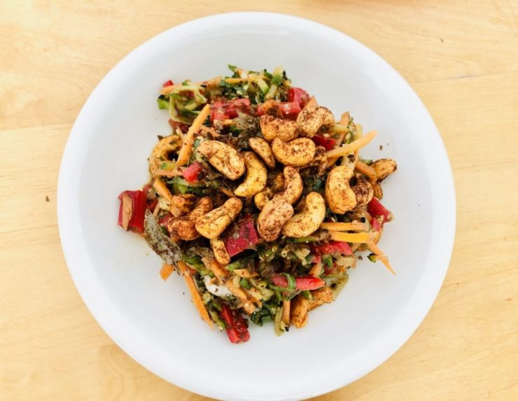 Gurkensalat mit Devilled Cashews