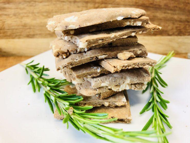 Kastanien Cracker mit Haselnüssen und Rosmarin