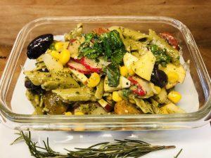 Bunter Erbsen Penne Salat
