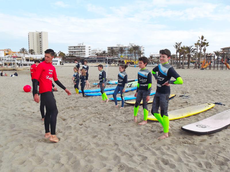 Extraescolares Clases de surf iniciacion para niños