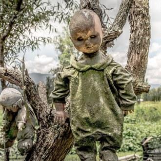 l'isola-stregata-cimitero-bambole