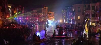 Carnevale di Venezia: sfilata sull'acqua e maschere veneziane