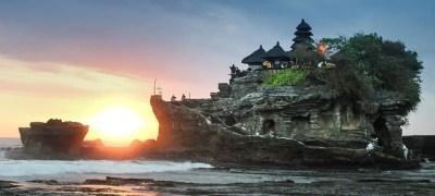Read more about the article Tanah Lot e Batu Bolong:  i templi dell'acqua di Bali