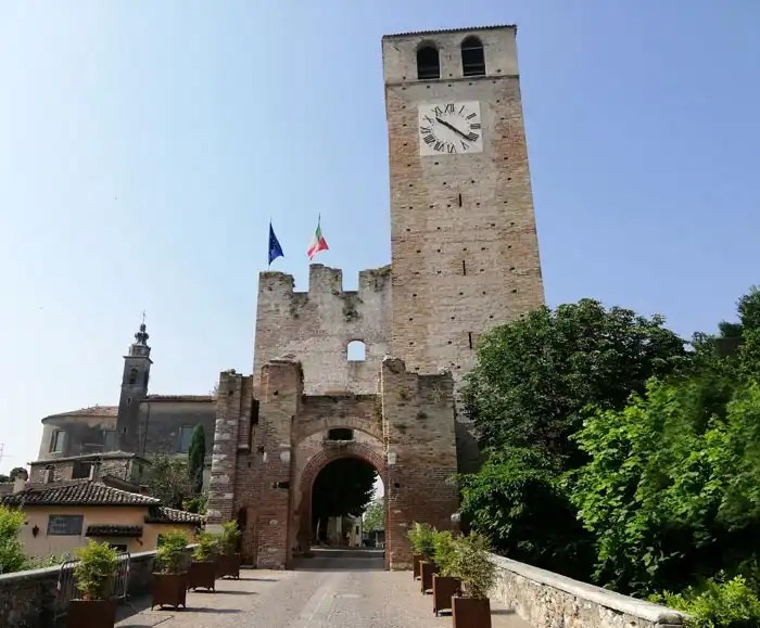 Castellaro Lagusello Torre dell'Orologio