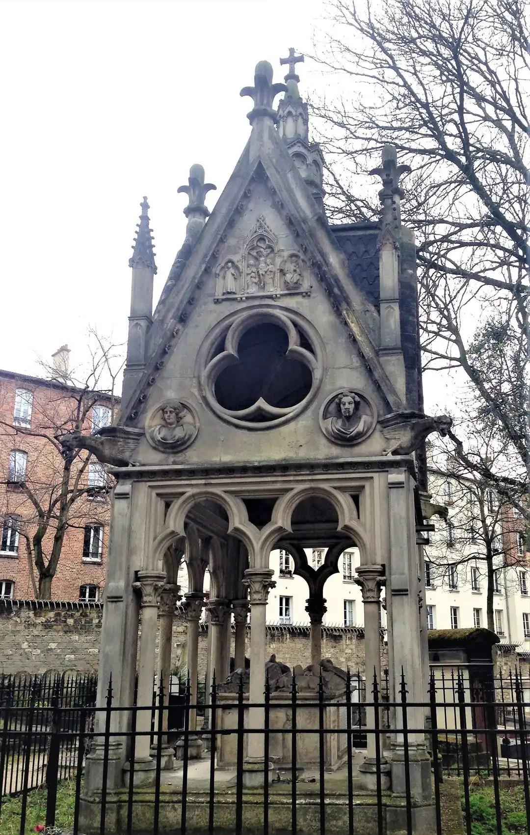 Tomba di Eloisa e Abelardo al cimitero di Père-Lachaise