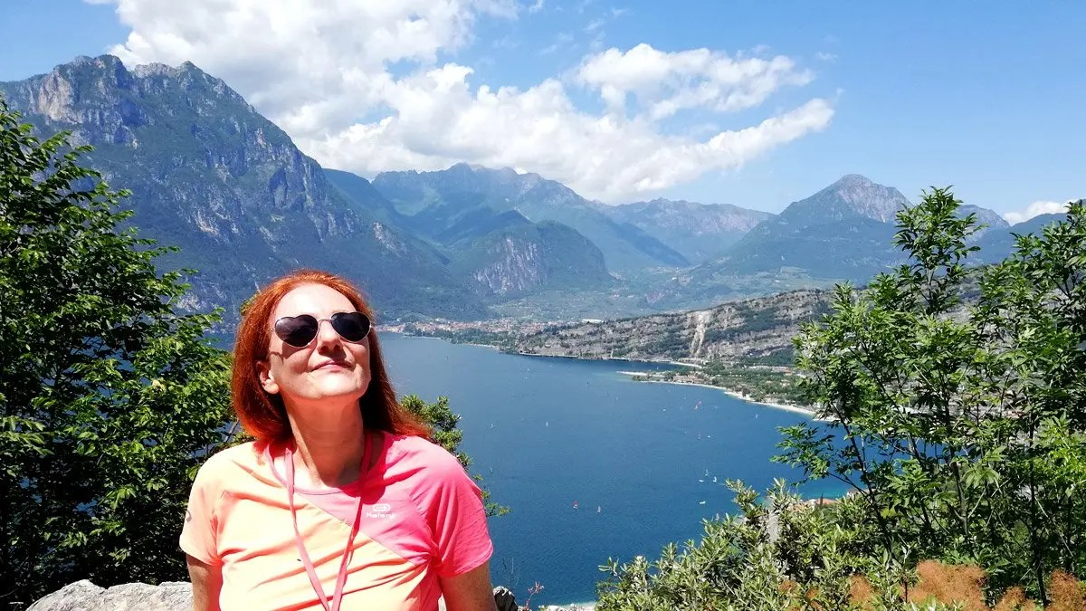 Sentiero Busatte tempesta trekking Lago di Garda