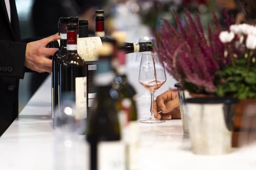 Degustazione di vini alla Fiera del Tartufo d'Alba