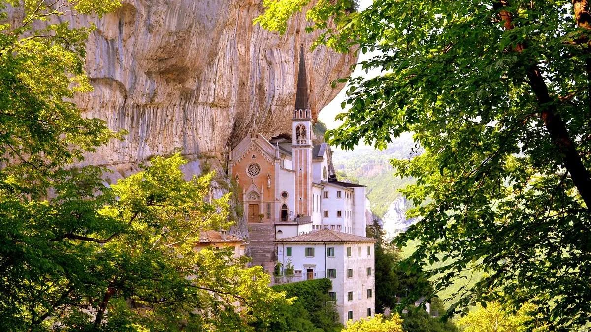 Santuario Madonna della Corona a Spiazzi, Monte Baldo