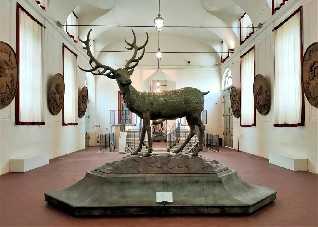 Palazzina Stupinigi: la statua del cervo nella scuderia Juvarra