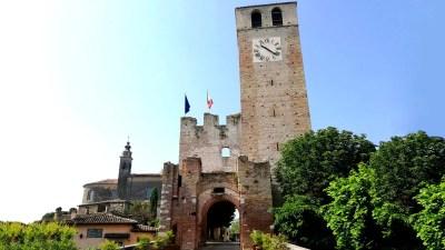Castellaro Lagusello: cosa vedere nel borgo dei giardini segreti e del lago a cuore