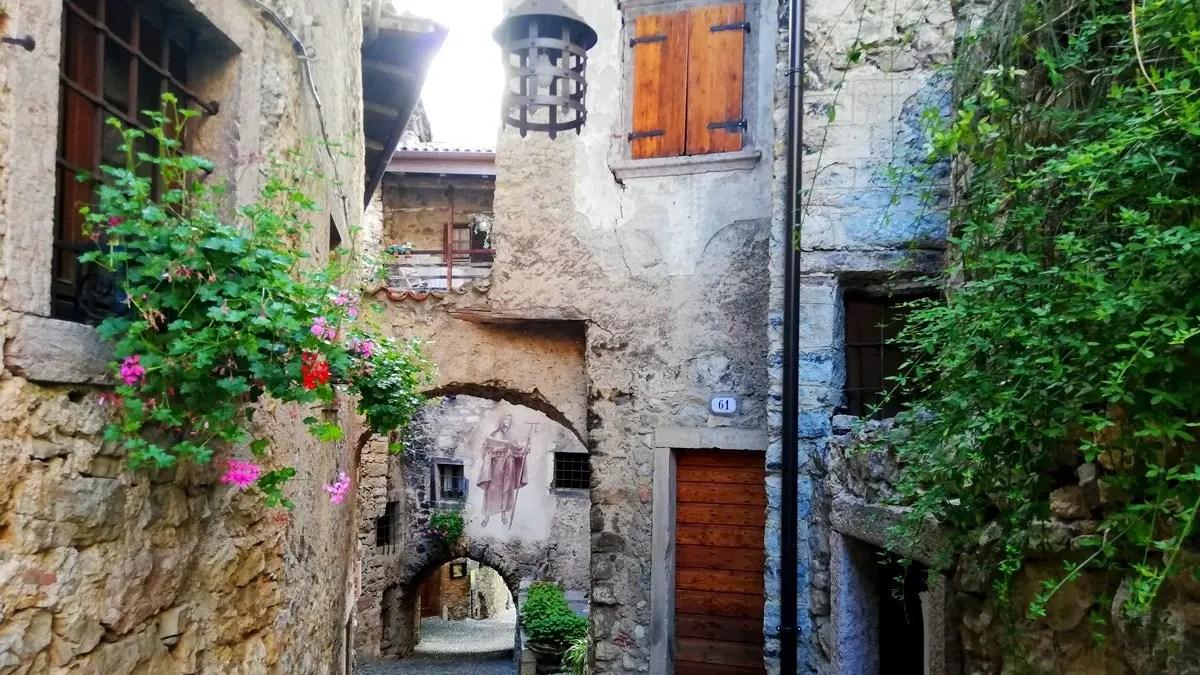 You are currently viewing Canale di Tenno: cosa vedere nel borgo medievale del 1200 sul Lago di Garda in Trentino