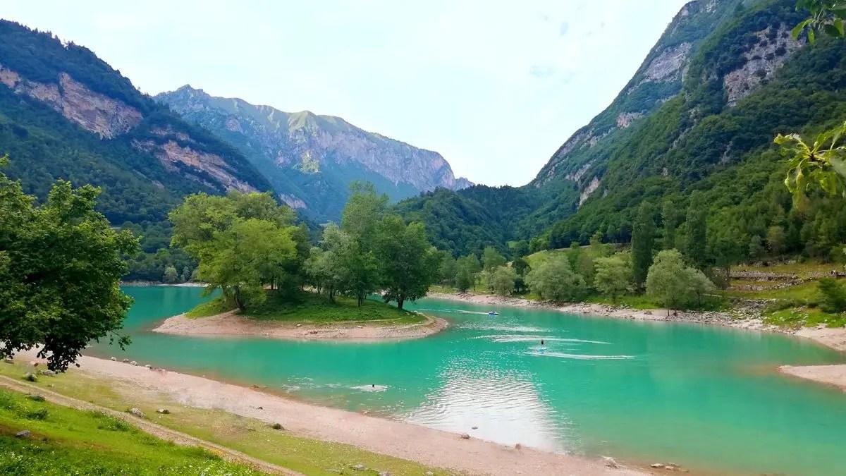 You are currently viewing Lago di Tenno: cosa fare e 3 escursioni trekking da non perdere in Trentino