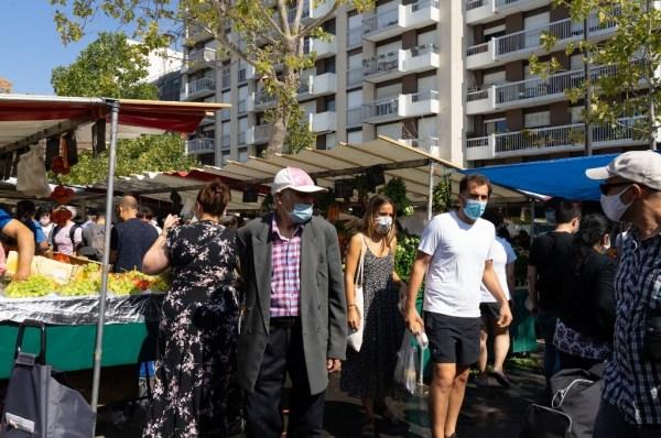 Hausse quotidienne du nombre de contaminations : l'ARS appelle les Français à plus de vigilance.