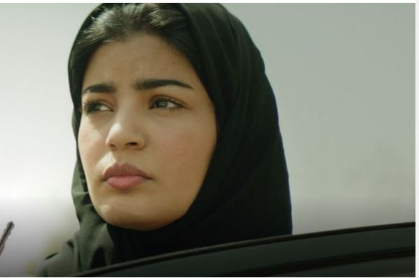 Maryam se voit refuser le droit de prendre l'avion.