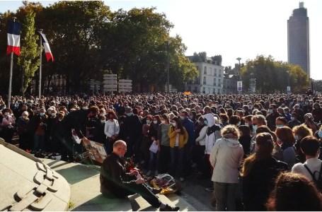 Rassemblement à Nantes en hommage à Samuel Paty décapité vendredi (16 octobre 2020) à Conflans-Sainte-Honorine (78).