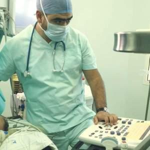 Le Dr Chemlal au sein du service réanimation