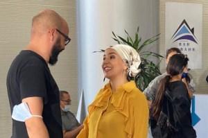 Série Tv : le réalisateur Chaouki Elofir et son actrice Samia Akariou dans Bab el Bahr