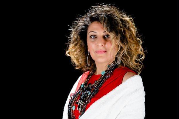 Abir Nasraoui rend hommage à trois cantatrices tunisiennes
