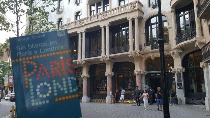 Un hotel de lujo parecido a los hoteles en qué Orwell trabajó y describe en su libro Sin blanca en Paría y Londres