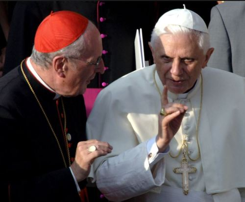 L'Eglise une barque qui prend l'eau, selon Benoît XVI