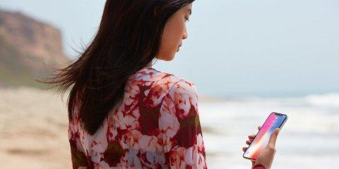 Pour déverrouiller l'iPhone X avec Face ID, il suffit de le regarder