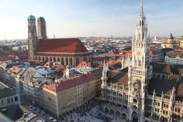 Munich: Frauenkirche et Mairie, par Stefan A.