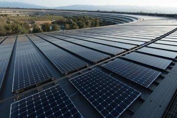 Panneaux solaires recouvrant les toits du nouveau siège d'Apple en Californie