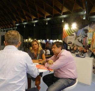 Il Direttore Ivan Simeone e la Presidentessa di Donne Impresa di Confartigianato Marina Gargiulo nello spazio A2 dedicato alle Smart City