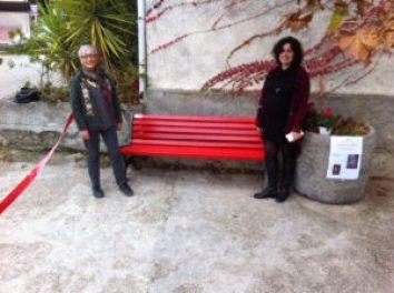 QUI CAMPANIA - Una panchina rossa