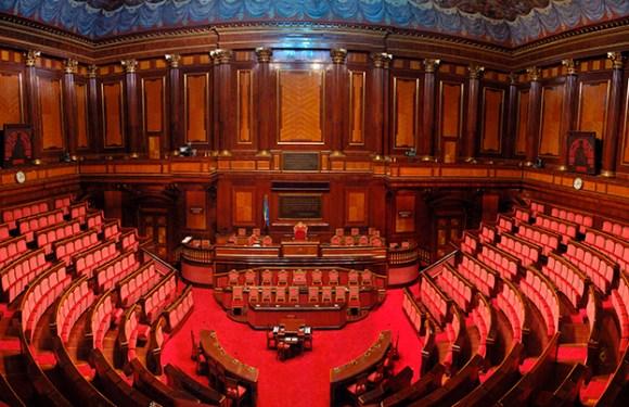 Sotto l'albero di Natale, i decreti attuativi dal Governo Gentiloni:  tappe importanti di una legislatura infinita.
