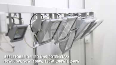 Demonstração do Refletor de LED que dura até 50 mil horas.