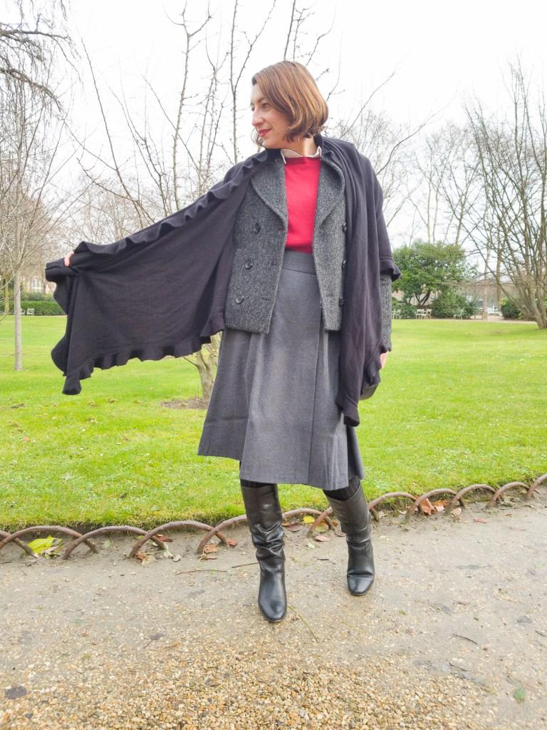 blog mode fashion jupe midi jupe porteuille gris bottes andré mademoiselle r rouge pull chemise blanche sac noir châle noir écharppe xl,jupe midi protefeuille mademoiselle R