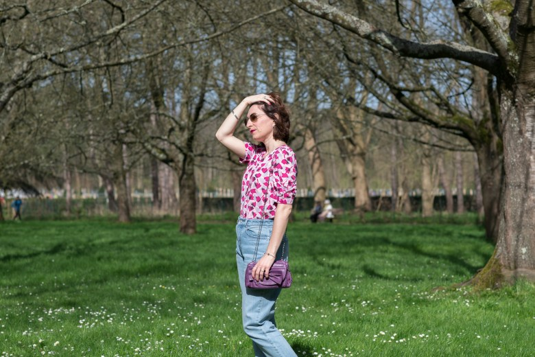 blouse retro imprimé floral blouse rose blog blogueuse mode paris fashion jean mom sac noeud