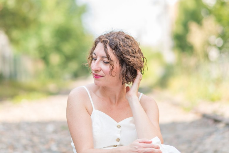 robe en lin robe à bretelles robhe blanche robe boutonnée monoprix paris petite ceinture mode fashion blog blogueuse sandales chapeau en paille