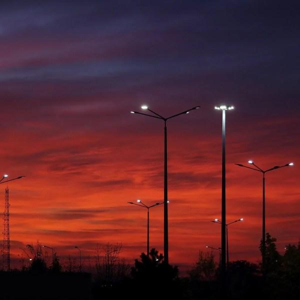 Alumbrado público LED con panel solar