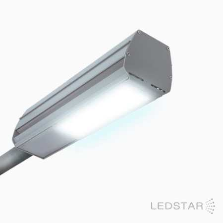Luminária LED LEDSTAR Parking Station acesa