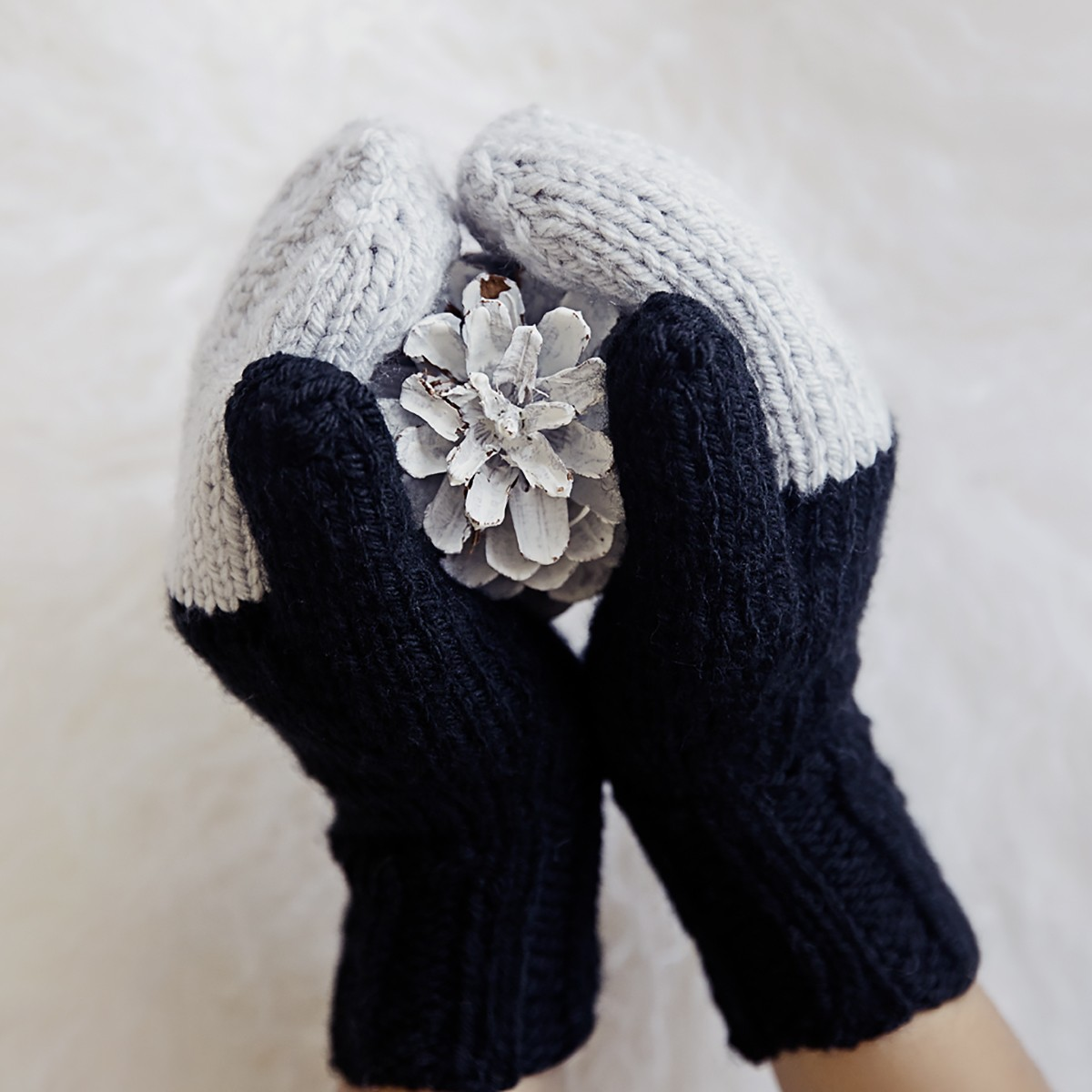 Easy Knit Mittens Pattern - Leelee Knits