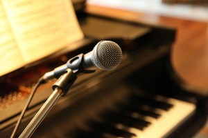 piano spelen en zingen