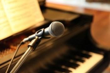 Piano spelen en zingen tegelijk